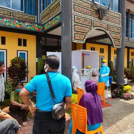 Situjuh Batua Mengadakan Tes Swab Gratis di Depan Kantor Wali Nagari