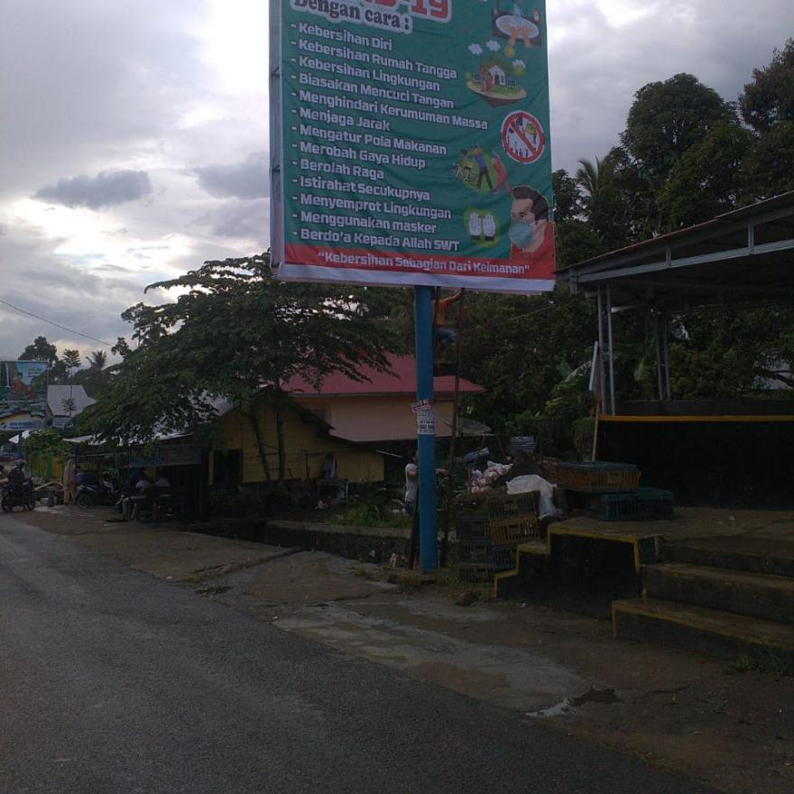 Pemasangan spanduk pengumuman pencegahan Covid-19 di setiap jorong Nagari Situjuh Batua