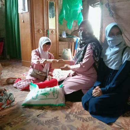 Album : Penyerahan Bantuan Beras/ Sembako Beras di Jr Tepi