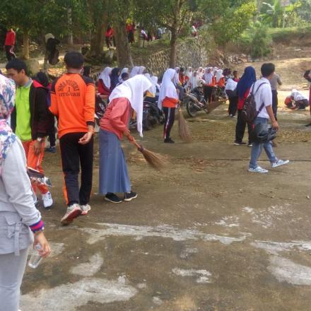 Album : Kegiatan Gotong Royong di Jorong Tengah